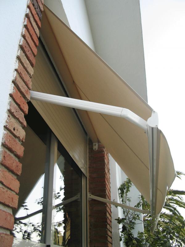 toldo de punto recto con tejido de lona en una ventana